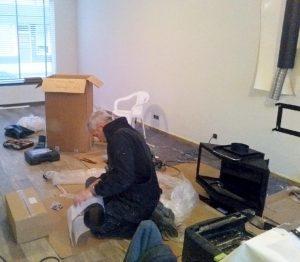 Loodgieters- en installatiebedrijf Eric Gobeyn installeert een gaskachel op maat in een particuliere woning